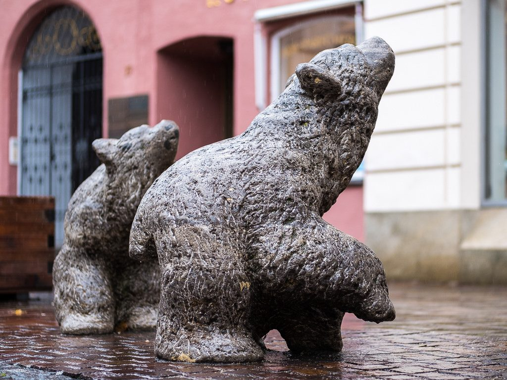Bärenskulpturen Stein